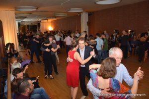 sfeerbeeld van tangodansers in de balletzaal van de Stadsschouwburg